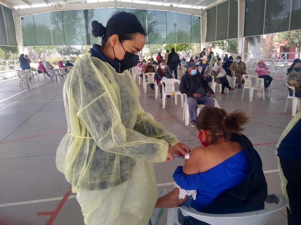 De último momento, se suspendió la campaña de vacunación masiva que estaría dirigida a jóvenes de 18 a 29 años de edad, pertenecientes a Francisco I. Madero, Coahuila, debido a la insuficiencia del biológico. (ARCHIVO)