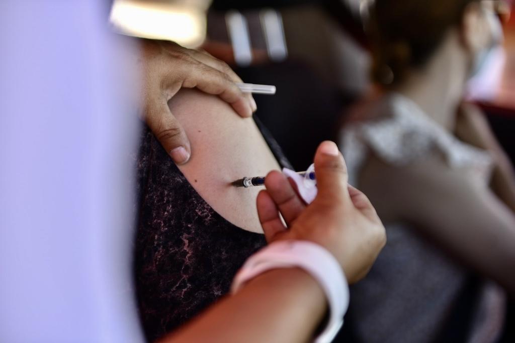 Las muertes se dieron entre personas cuyo inicio de cuadro clínica fue después de 14 días de completar su esquema de vacunación.