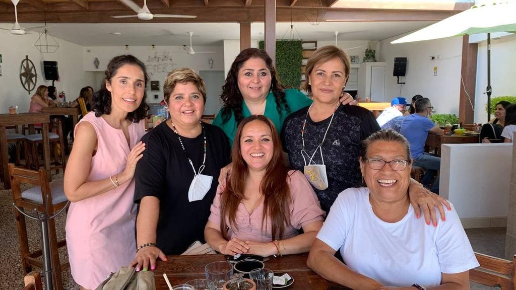 Gaby Álvarez, Lorena Triana, Élida Ríos, Betty Castillo, Estivaly Hernández y Paty García.