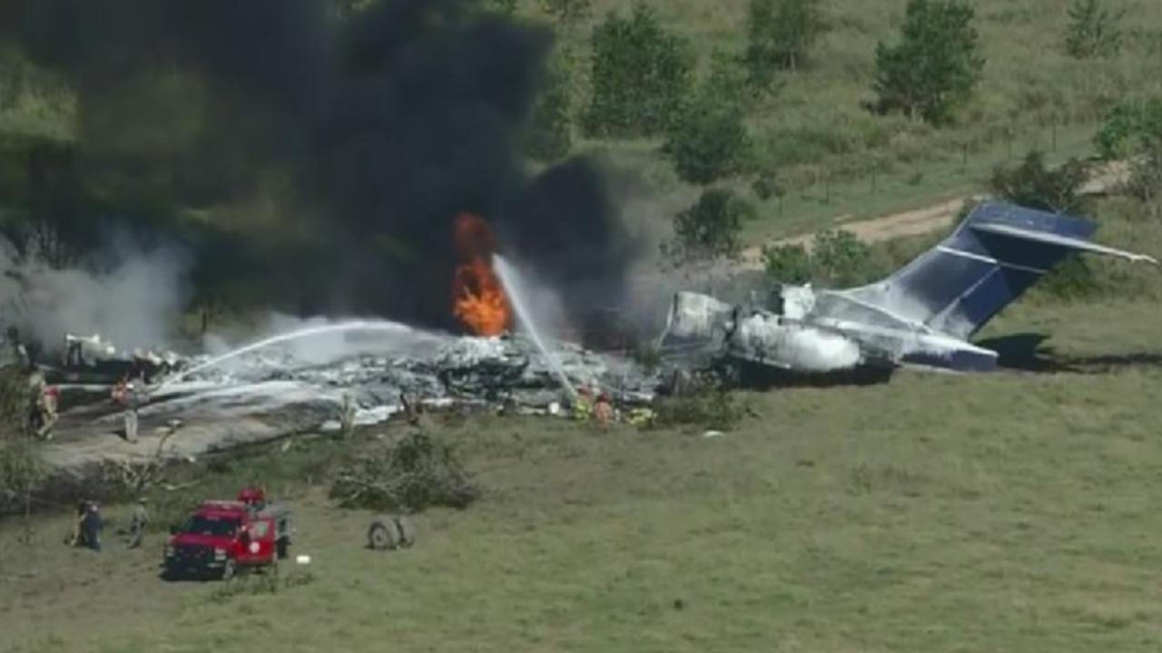 Una persona resultó herida levemente este martes al estrellarse un avión en Texas (EUA) con veintiún personas a bordo, informaron las autoridades locales. (ESPECIAL)