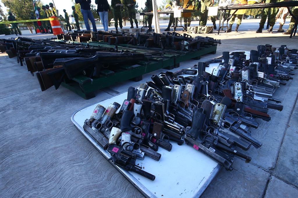 Elementos de la Secretaría de la Defensa Nacional (Sedena) destruyeron armas largas, cortas, cargadores y municiones. (EL SIGLO DE TORREÓN)